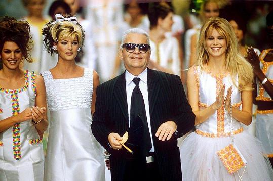 Karl Lagerfeld se svými múzami Cindy Crawford, Lindou Evangelistou a Claudií Schiffer (zleva)