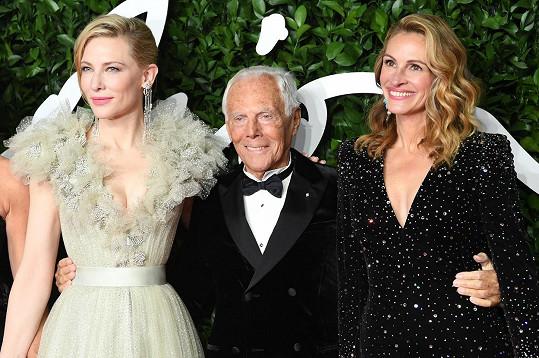 Armani měl kolem sebe dvě herečky, které jsou s ním neodmyslitelně spojené - Cate Blanchett a Julii.
