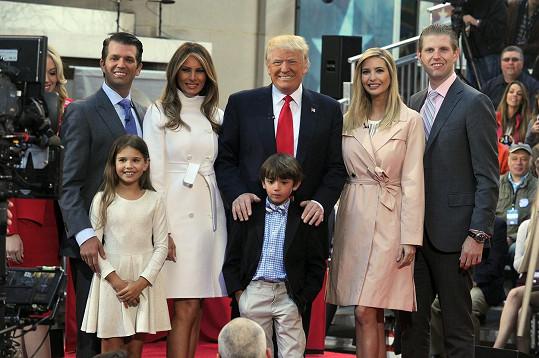 Donald Trump má silnou podporu v celé rodině. Jezdí s ním i na předvolební mítinky.