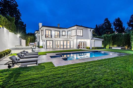 Tento dům v Beverly Hills si za necelé dva miliony měsíčně pronajímá Tamara Ecclestone.