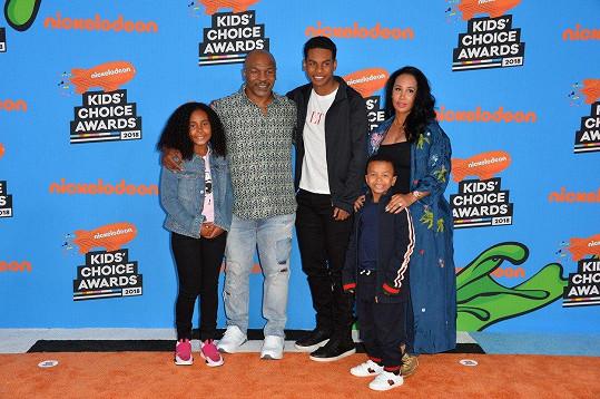 Tyson s manželkou a dětmi