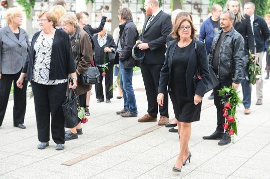 Ve strašnickém krematoriu nechyběla ani zpěvačka Marie Rottrová.