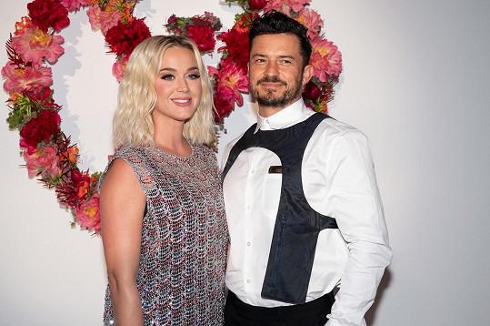Orlando Bloomn natáčí v Praze seriál, zpěvačka ho doprovází.