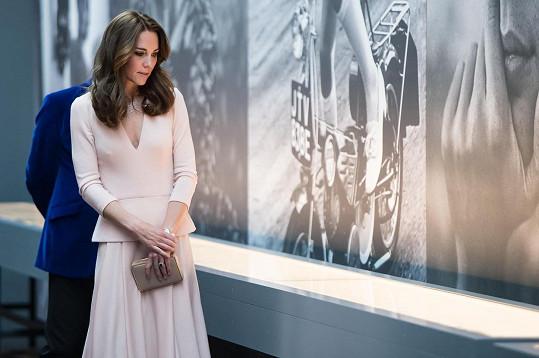 Kate si prohlédla celou výstavu Vogue 100: A Century of Style.