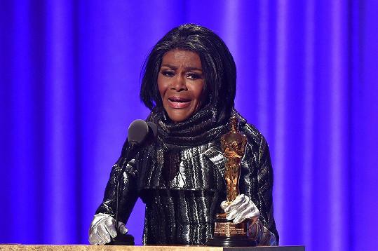 Cicely Tyson převzala čestného Oscara za zásluhy ve filmovém průmyslu.