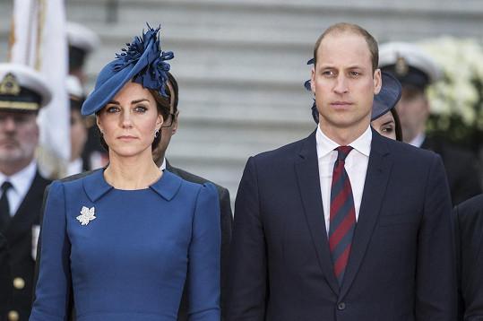 """""""Catherine a já budeme pokračovat v tom, co by chtěl, a budeme i v dalších letech podporovat královnu,"""" napsal vévoda."""
