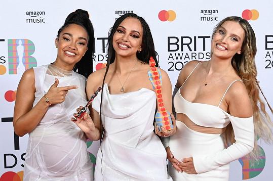 S kolegyněmi z kapely Little Mix, Jade Thirlwall (uprostřed) a rovněž těhotnou Perrie Edwards