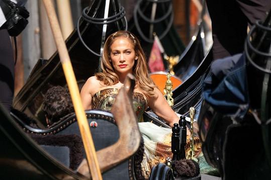 Jennifer stihla v Itálii i módní fotky.