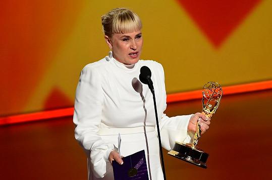Patricia Arquette děkovala za cenu Emmy a vyzvala k akceptování transgender a transsexuálních lidí.