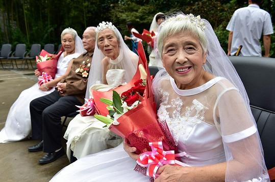 Až na jeden pár spolu všech 21 dvojic strávilo v manželství úctyhodných 60 let.