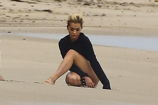 Rita Ora slaví úspěch jako modelka.