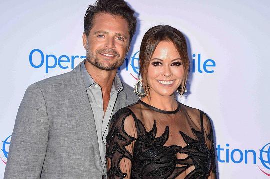 Brooke Burke s manželem Davidem Charvetem, známým mj. z Pobřežní hlídky.
