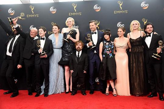 Tvůrci a herci ze seriálu Hra o trůny se dočkali dalších ocenění Emmy. Celkově jich mají na svém kontě už 38, což je dosavadní rekord.