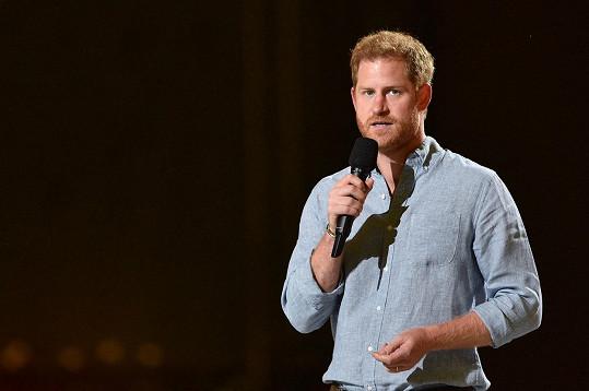 Princ Harry zepsul život v královské rodině.