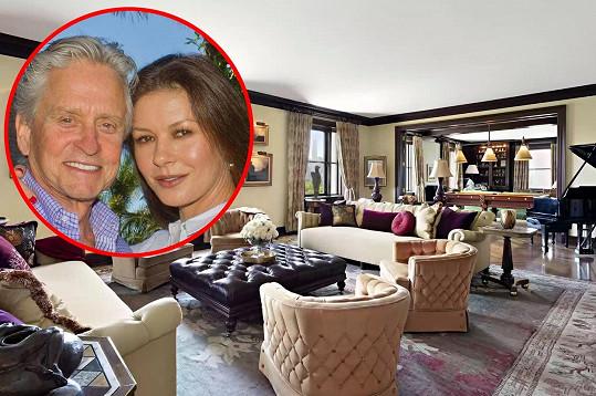 Michael Douglas a Catherine Zeta-Jones prodávají byt v New Yorku.