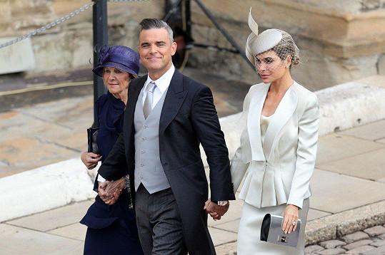 Robbie Williams přišel s manželkou a tchyní