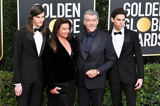 Se současnou manželkou Keely Shaye Smith a jejich syny Dylanem a Paridem