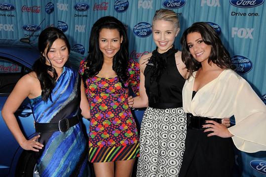 Na archivním snímku s kolegyněmi ze seriálu Glee, zleva: Jenna Ushkowitz, Naya Rivera, Dianna Agron a Lea Michele