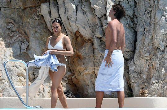 Michelle Rodriguez si užívala volné chvíle v Cannes s o dost mladším modelem Jordanem Barrettem.