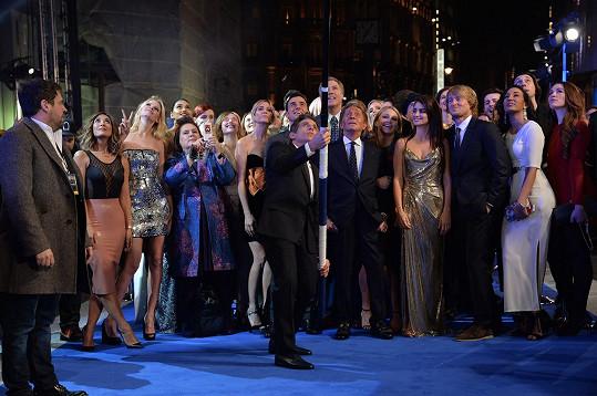 Fotka z londýnské premiéry se nerodila snadno.