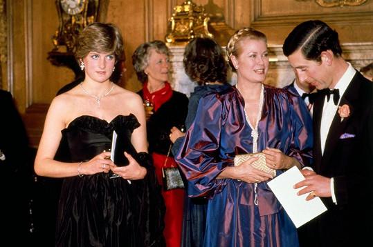 Její první veřejná akce po zasnoubení v Goldsmith's Hall v Londýně, na snímku s Grace, kněžnou monackou a Charlesem