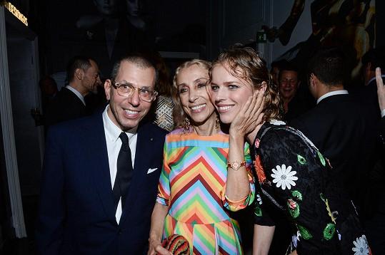 Franca Sozzani s Evou Herzigovou během oslav padesáti let fungování milánského týdne módy