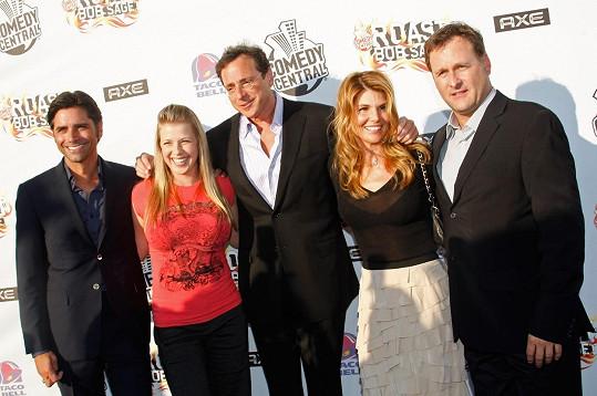 Poznáváte další seriálové hrdiny? Zleva: John Stamos, Jodi Sweetin, Bob Saget, Lori Loughlin a Dave Coulier.