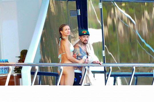 Před dvěma lety jako čerstvý pár trávili léto na jachtě.
