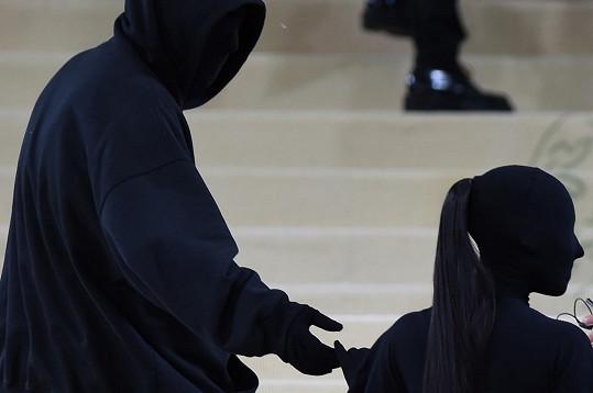 Později bylo odtajněno, že nešlo o jejího stále ještě manžela Kanyeho Westa, ale o kreativního ředitele značky Balenciaga.