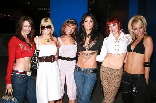 Kimberly Wyatt (vpravo) s kolegyněmi z kapely Pussycat Dolls (2006)