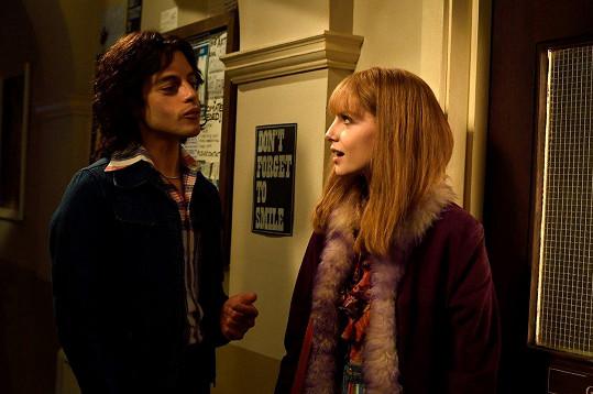 Při natáčení si začal románek s hereckou kolegyní Lucy Boynton.