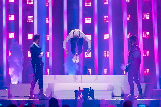 Mikolas předvedl i salto.