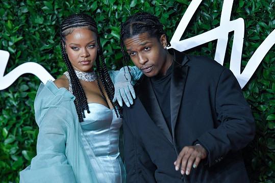 Zapózovala s rapperem ASAP Rockym.