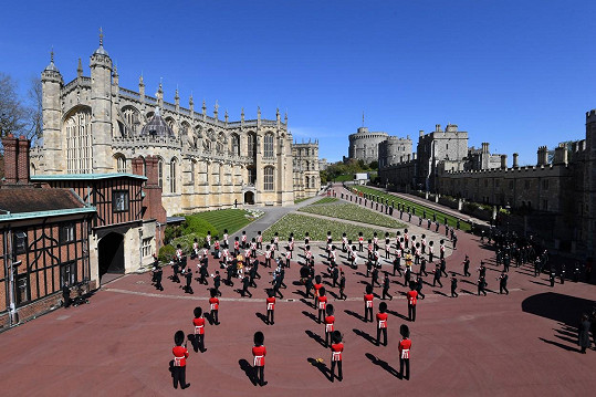 Vojáci před hradem Windsor