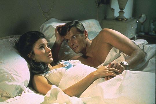 Jane Seymour s Rogerem Moorem v bondovce Žít a nechat zemřít (1973)