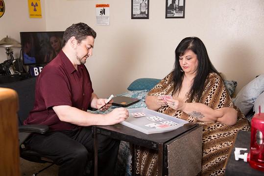 Patty a Bryan si užívají i jiné hrátky než karty.