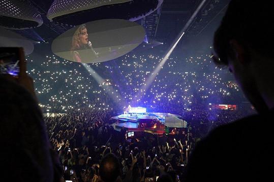 Záběr ze zahajovacího koncertu evropského turné Lady Gaga v Barceloně.