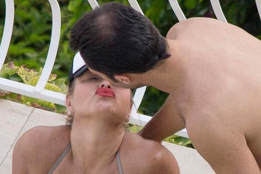 Anastacia si řekla o polibek.