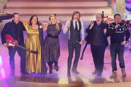 Kelly Family teď vystupují v šestičlenné sestavě - Joey, Kathy, John, Patricia, Angelo a Jimmy.