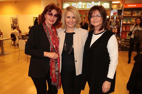Ráda vzpomíná na svou hlasatelskou éru. Na snímku se zesnulou kolegyní Stanislavou Lekešovou (uprostřed) a Marií Tomsovou.