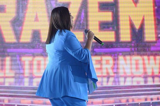 Modrý outfit jí podle některých moc nelichotil.
