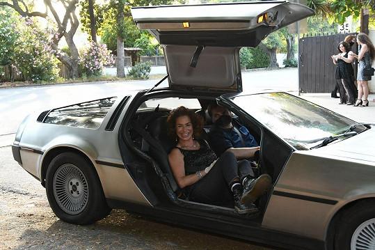 Claudia Wells přijela na premiéru ve velmi stylovém autíčku, jako z Návratu do budoucnosti.
