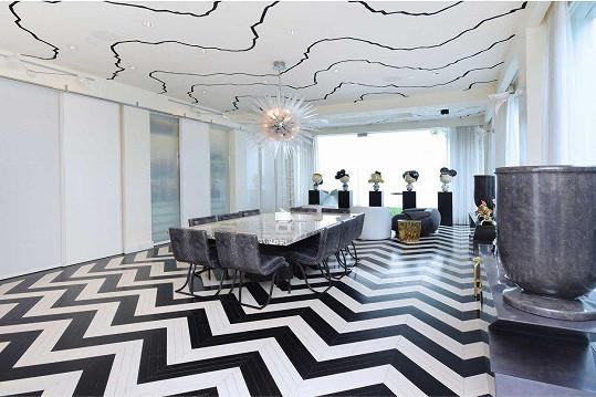 Každá místnost je jedinečná, včetně velké jídelny.