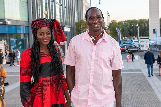 Ibrahim Maiga ukázal manželku.