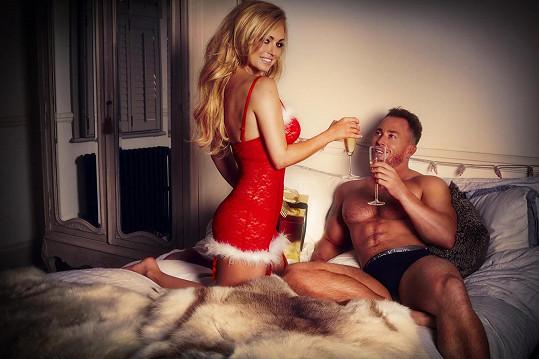 Ola ve vánočním oblečku téže značky
