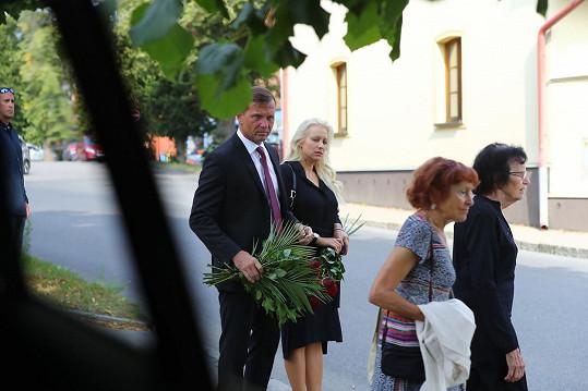 Tereza Mátlová dorazila na pohřeb otce s novým partnerem Jaromírem Soukupem.