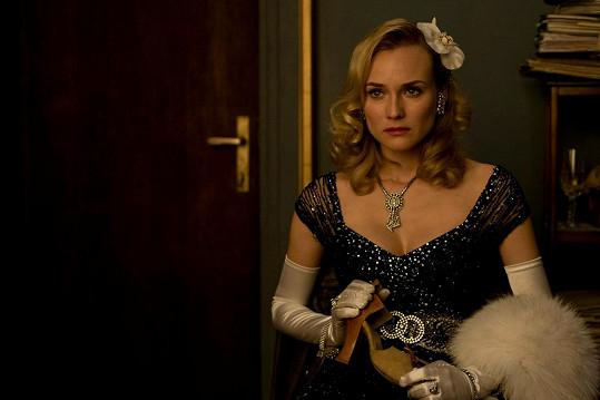 Diane Kruger se nechala v Hanebných panchartech doopravdy škrtit.