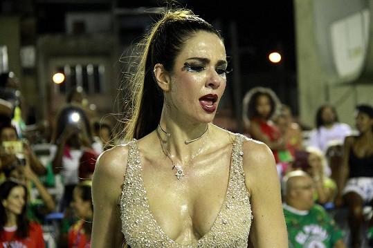 Luciana dala do tance všechno...