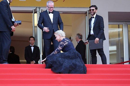 První pád Helen Mirren v roce 2016