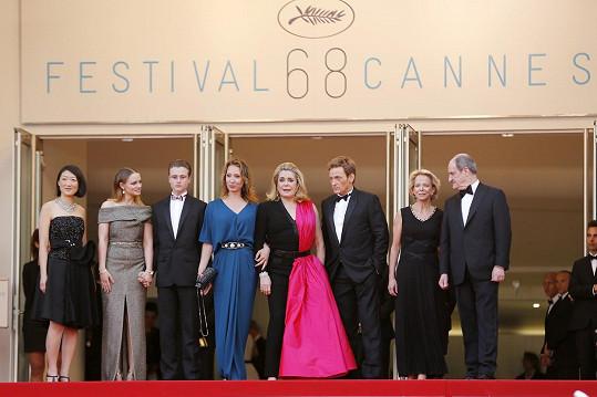 Deneuve přijela do Cannes podpořit svůj nový film La Tête haute.